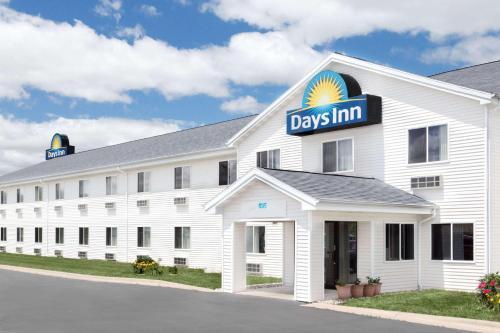. Days Inn by Wyndham Neenah
