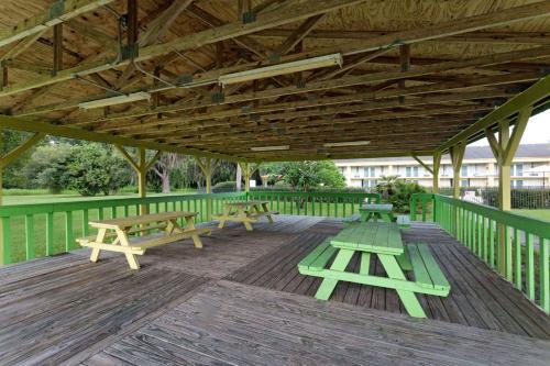 Days Inn By Wyndham Crystal River - Crystal River, FL 34428