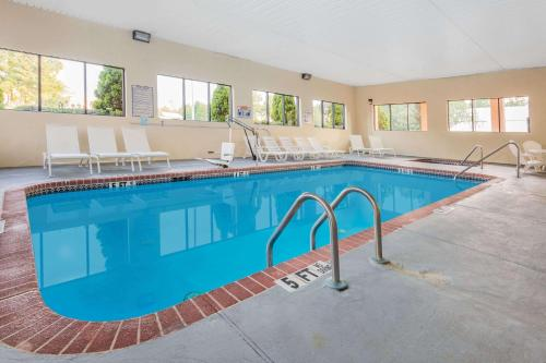 Days Inn & Suites By Wyndham Norcross - Norcross, GA 30092