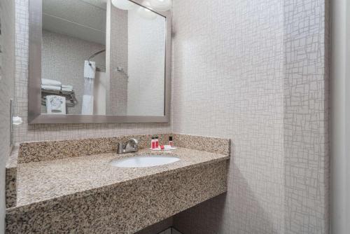 Days Hotel By Wyndham University Ave Se - Minneapolis, MN 55414