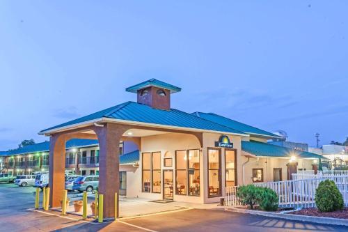 Days Inn by Wyndham Jackson - Jackson, GA GA 30233