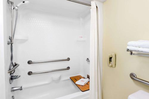 Days Inn & Suites By Wyndham Pocahontas - Pocahontas, AR 72455