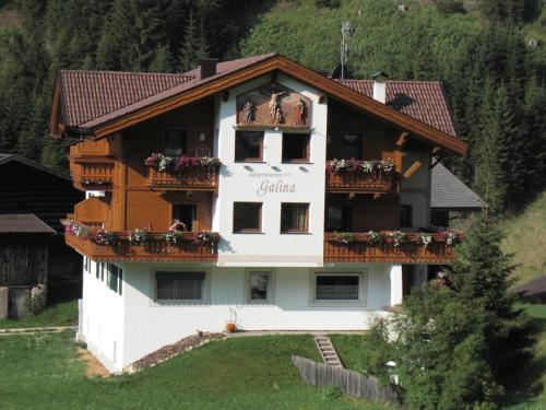 Apartaments Galina Wolkenstein-Selva Gardena