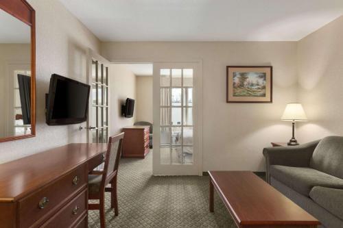 Days Inn & Suites by Wyndham Winkler - Winkler, MB R6W0L7