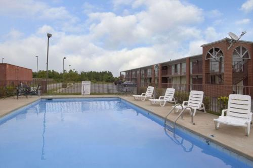 Days Inn By Wyndham Jonesboro Ar - Jonesboro, AR 72401