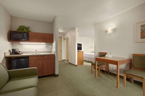 Days Inn by Wyndham Red Deer - Red Deer, AB T4R 3R1