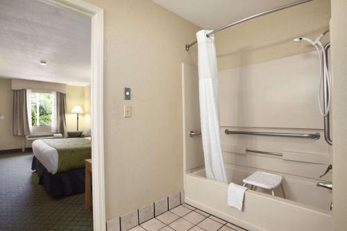 Days Inn & Suites By Wyndham Stuttgart - Stuttgart, AR 72160