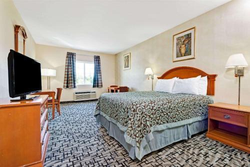 Days Inn by Wyndham Bethel - Danbury - Bethel, CT 06801