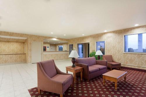 Days Inn & Suites By Wyndham Wynne - Wynne, AR 72396