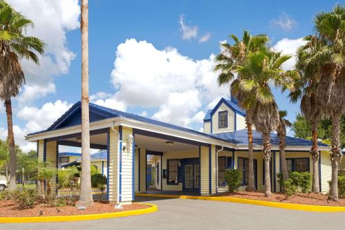 Days Inn By Wyndham Kissimmee Fl - Kissimmee, FL 34746