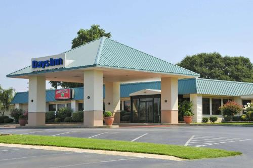 Days Inn by Wyndham Forrest City