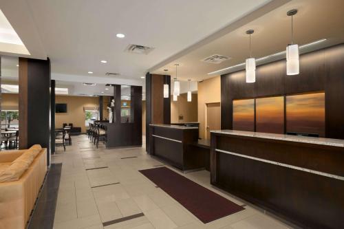 Days Inn & Suites by Wyndham Winnipeg Airport Manitoba - Winnipeg, MB R3H 0S4