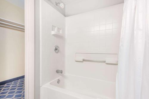 Aderi Hotel Near Casino - Niantic, CT CT 06357