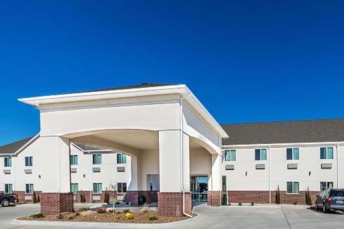 . Days Inn & Suites by Wyndham El Dorado