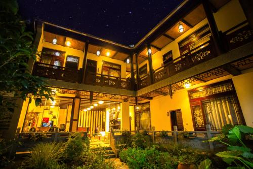 . Tengchong Heshun Qishe Inn
