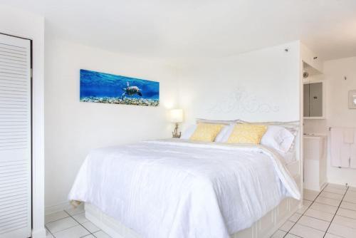 Bright Ocean Blue Beautiful Studio - Honolulu, HI 96815