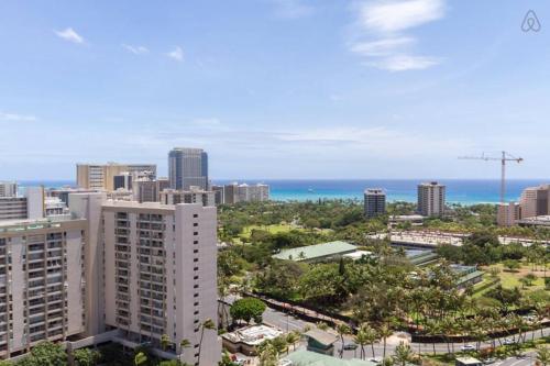 Luxury 1 Bdrm Corner Suite - Honolulu, HI 96815