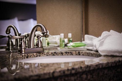 The Landmark Hotel - Pikeville, KY 41501