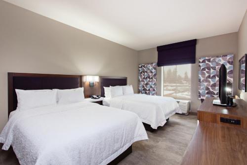 . Hampton Inn & Suites Leavenworth