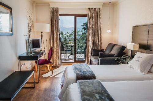 Habitación Doble Superior con vistas al lago (2 adultos) B bou Hotel La Viñuela & Spa 2