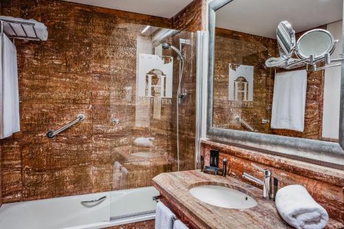Habitación Doble Confort con vistas a la montaña (3 adultos) B Bou Hotel La viñuela & Spa 2