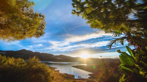 Habitación Doble Superior con vistas al lago (2 adultos) B bou Hotel La Viñuela & Spa 1