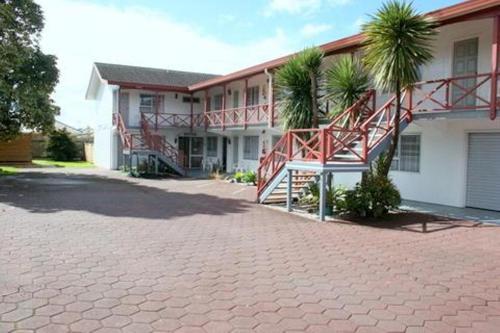 . Burgundy Rose Motel