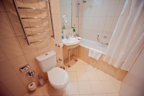53 Khmelnitskogo Street, 01054 Kiev, Ukraine.
