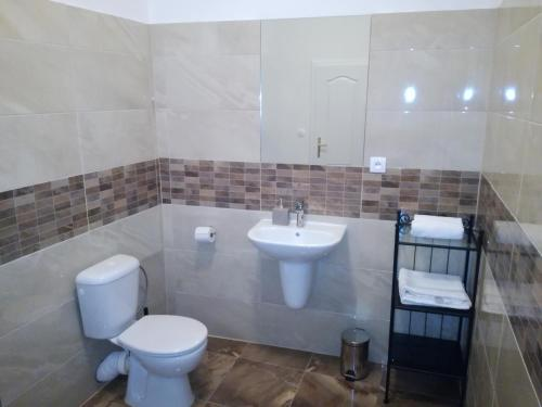 Cameră triplă standard cu baie comună (Standard Triple Room with Shared Bathroom)