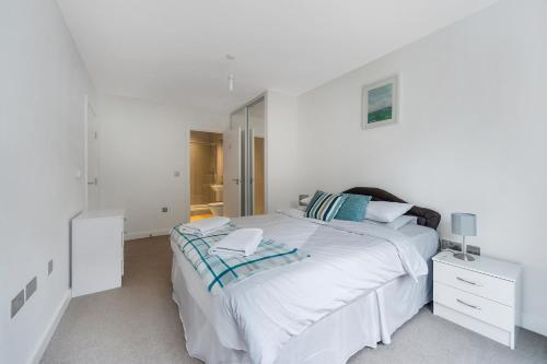 Greenwich Two Bedroom Apartments - image 13