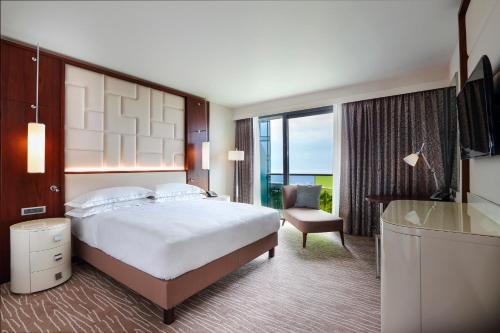 King Room with with Balcony and Sea View