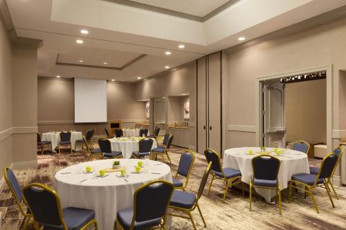 Embassy Suites by Hilton Phoenix Downtown North - Phoenix, AZ AZ 85012