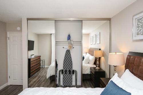 1 Mile To Downtown/Beach | King Bed | Super Fast Wifi