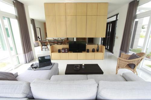 AnB Beach front Pool villa Pattaya with 4 bedroom AnB Beach front Pool villa Pattaya with 4 bedroom
