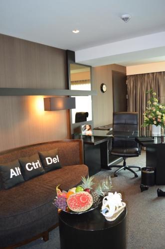 Golden Tulip Mandison Suites photo 8