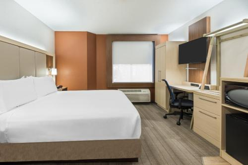 Holiday Inn Express & Suites - Nearest Universal Orlando - Orlando, FL 32819