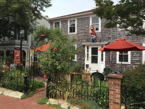 Rose And Crown Guest House - Provincetown, MA 02657