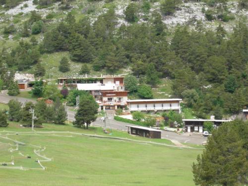 Les Chalets Du Mont Serein - Hotel - Beaumont-du-Ventoux