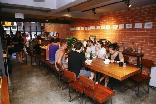 486/149-150 Soi Petchaburi 16, Petchaburi Road, Ratchathewi, Bangkok 10400, Thailand.