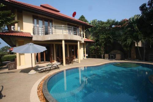4 Bedroom Villa Tongson Bay TG43