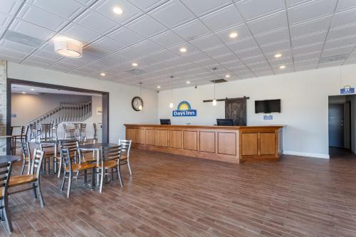 . Days Inn & Suites by Wyndham Lancaster Amish Country