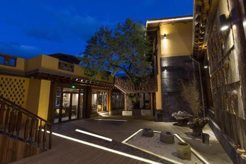 . Shangri-la Heyuegedan Boutique Hotel