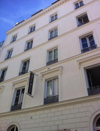 8 rue Laferriere, Paris, 75009, France.
