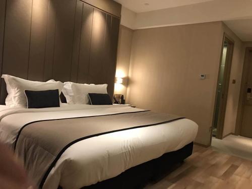 SHANGHAI DECO Hotel Номер бизнес-класса с кроватью размера