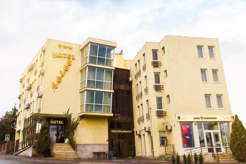 . Hotel Seven