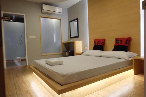 Love Box Resort Samut Prakan  Thailand