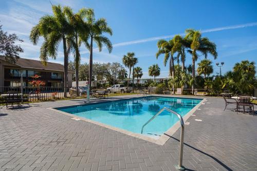 Americas Best Value Inn & Suites Melbourne - Melbourne, FL 32904