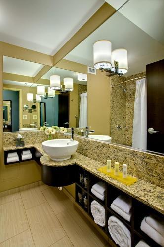 Crowne Plaza Chicago O'Hare Hotel & Conference Center - Rosemont, IL IL 60018