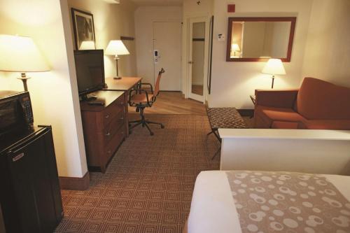 La Quinta Inn & Suites By Wyndham Stamford - Stamford, CT 06902