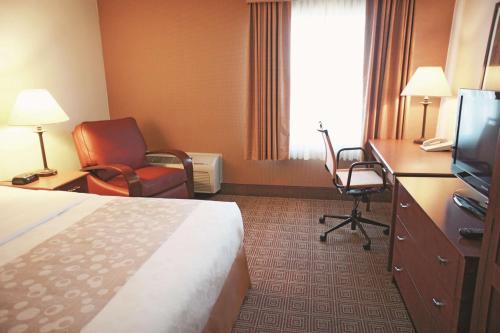 La Quinta Inn & Suites Stamford salas fotos
